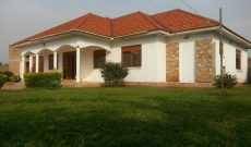 House for sale in Kawuku Entebbe road