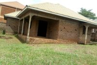 Shell house for sale in Buto Bweyogerere 120m