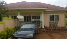 2 houses of 3 bedrooms each for sale in Kitala 200m