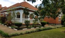 4 Bedrooms house for sale in Munyonyo 600m