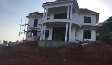 7 bedroom house for sale in Kitende with lake view 320m