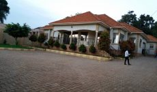 4 bedroom house for sale in Munyonyo 850m