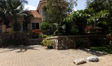 5 Bedroom house with Lake View for sale in Munyonyo 850m