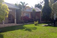 5 Bedroom house for sale in Lubowa Entebbe Road 800m