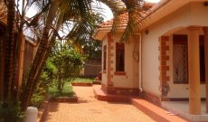 3 bedroom house for sale in Kira on 25 decimals at 270m