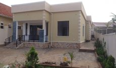 4 bedroom house for sale in Munyonyo 550m