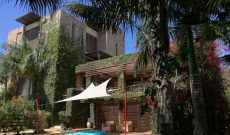 5 bedroom house with a swimming pool for sale in Garuga 271,000 US Dollars