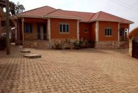 4 rental houses for sale in Kitende 32 decimals 350m