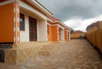 3 rental houses of 2 self-contained bedrooms each at 120m