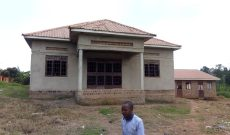 3 bedroom house on 1.6 acres for sale in Kigo 350m