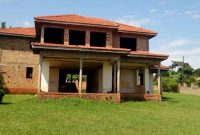 4 bedroom house for sale in Entebbe with lake view at 405,000 USD
