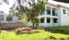 4 bedroom lake view house for sale in Muyenga 700m