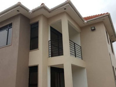 5 bedroom house for sale in Kitende Kitovu at 300m
