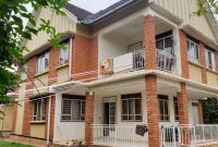 4 bedroom house for sale in Muyenga at 750m