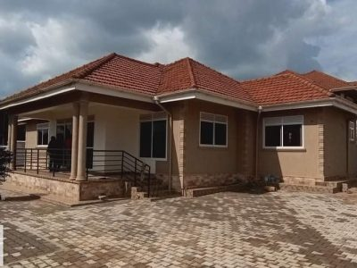 4 bedroom house for sale in Najjera Buwate at 380m
