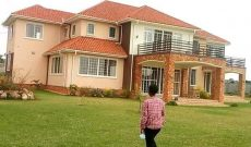 6 bedroom lake view house for sale in Nkumba at 690,000 USD