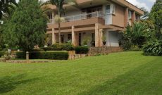 7 Bedroom house for sale in Bunga Kizunga 1 acre at 900,000 USD