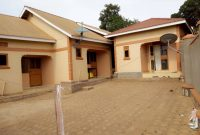 4 rental units for sale in Kyaliwajjala 1.6m monthly at 160m