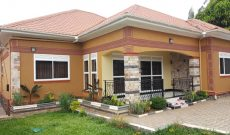 5 bedroom house for sale in Kitende 15 decimals going for 450m