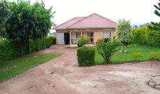 3 bedroom house for sale in Kitemu Masaka Road at 105m