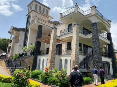 7 bedroom house for sale in Munyonyo with pool at 800,000 USD