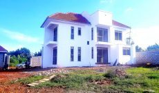 5 bedroom house for sale in Kyanja 25 decimals at 450m