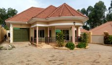 4 bedroom house for sale in Kulambiro on 25 decimals at 500m shillings