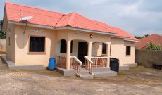 4 bedroom house for sale in Bombo on 1.1 acre at 100m