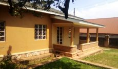 4 bedroom house for sale in Makindye 75x145ft at 700m