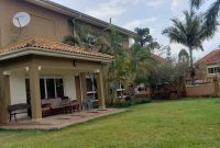This is a 6 bedroom house for rent in the posh Kampala suburb of Muyenga on half an acre with a pool going for 1,800 US Dollars per month