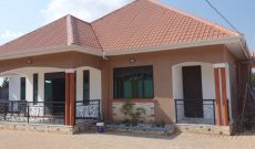 4 bedroom house for sale in Kitende 50x100ft at 450m