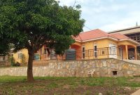 3 bedroom house for sale in Lubowa Mutungo half acre at 700m