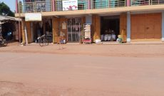 8 shops commercial building for sale in Kitende 3m monthly at 450m