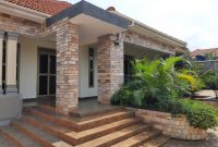 4 bedroom house for sale in Akright Entebbe road at 500m