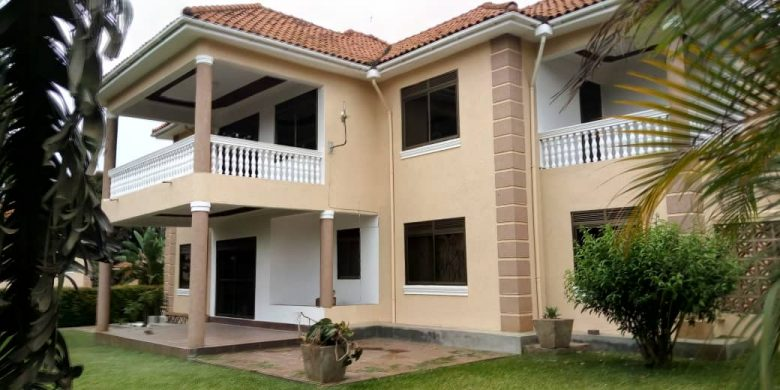 5 bedroom house for rent in Kololo with pool at 4,000 USD