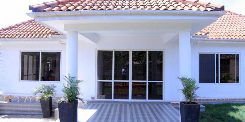 3 bedroom fully furnished house for rent in Kiwatule at 1,500 USD