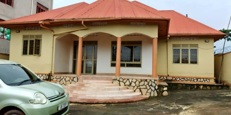 3 bedroom house for sale in Mbalwa at 190m